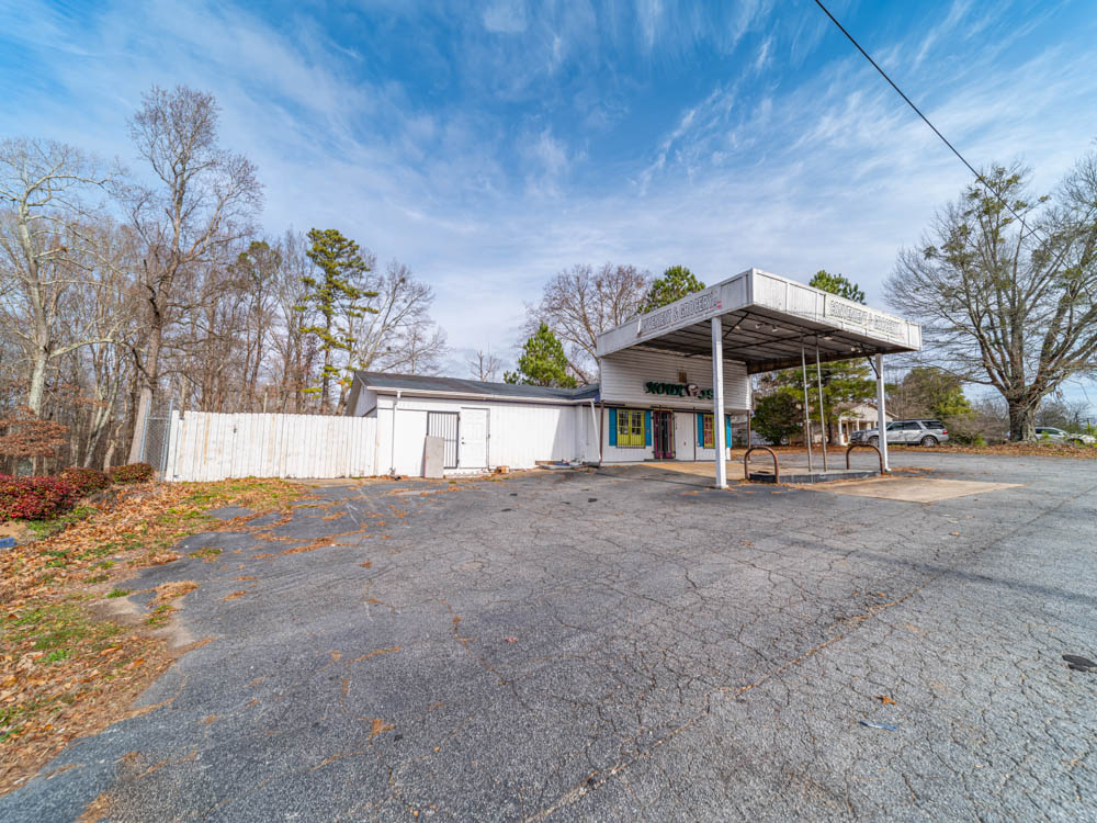 This old generic gas station and mini mart sits in Hiram, GA. From the looks of the site, the pumps were removed quite some time ago.