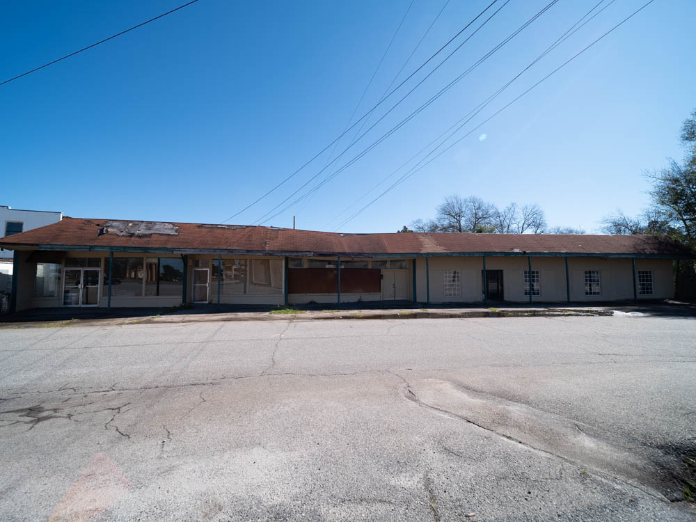 Multiple abandoned store fronts in Warner Robins, GA in Houston County