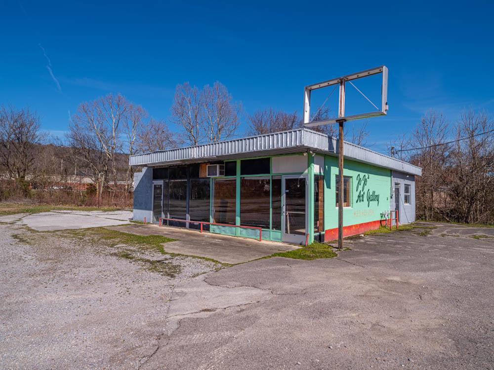 JoJo's Art Gallery and Art Supply store Trenton, Ga Dade County