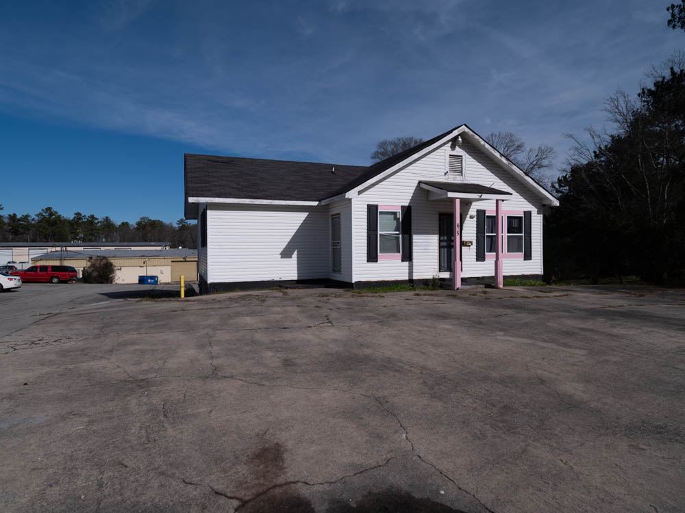 Abandoned beauty & nail salon in Riverdale, Ga in Clayton County.
